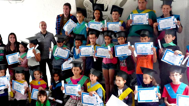 Los niños y niñas de la Escuela de Paz se gradúan